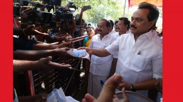 stalin-presented-to-the-press-the-antiseptic-kit-for-the-press