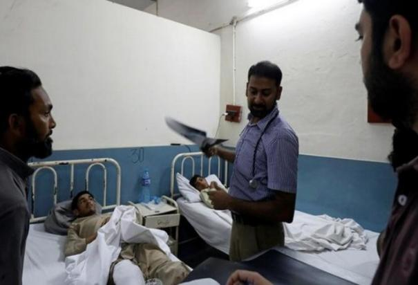 covid-19-pak-doctors-threaten-strike-if-not-provided-protective-equipment