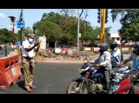pleading-officer-flexible-motorists-youth-who-falls-on-police-officer-s-feet