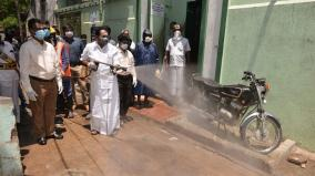 minister-sellur-raju-indulges-in-cleansing-work