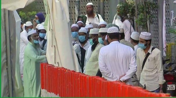 maulana-saad-in-quarantine-say-sources-as-police-raids-his-hideouts
