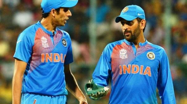 when-ashish-nehra-was-caught-abusing-ms-dhoni-and-dravid