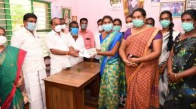 kovilpatti-minister-gives-rs-1000-to-transgenders