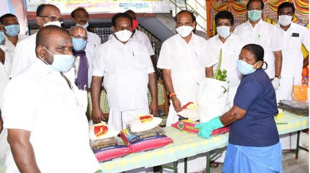 minister-kadambur-raju-gives-ppe-to-conservancy-workers