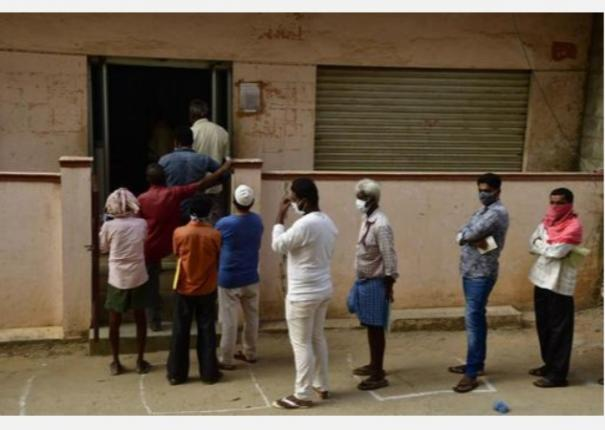12-injured-in-clash-during-ration-distribution-in-aligarh