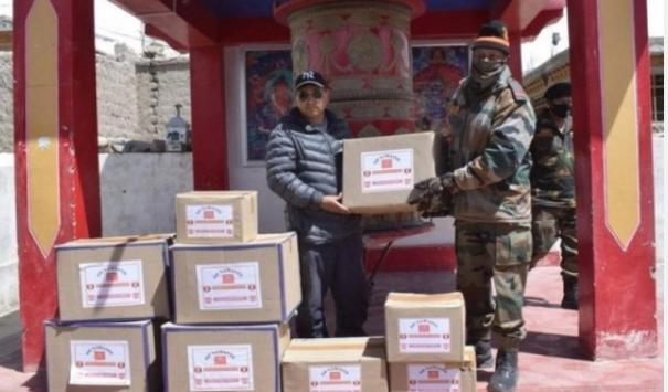 covid-19-army-distributes-pre-cooked-food-packets-to-needy-in-ladakh