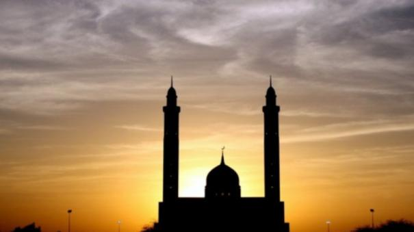shabab-e-rath-muslims-pray