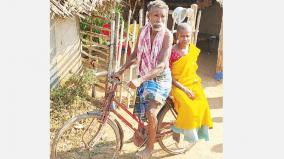 daily-wage-worker-nrought-his-wife-cycle
