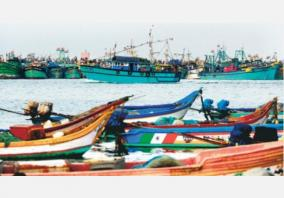 fishermen-decided-not-to-go-to-sea-for-fishing