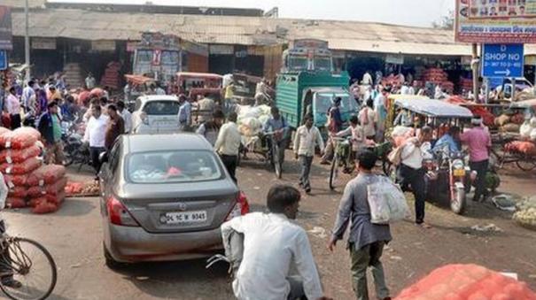 300-shops-shut-in-delhi-s-azadpur-mandi