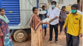panchayat-leader-helps-people-door-delivers-10-kg-rice