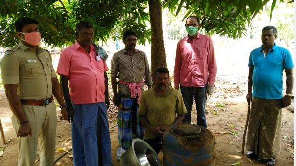 rajapalayam-130-litre-illicit-liquor-destructed