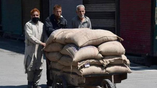 only-15-of-poor-households-have-received-1-kg-of-pulses-promised-for-april