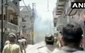 gujarat-a-clash-erupts-between-migrant-workers-police-in-surat