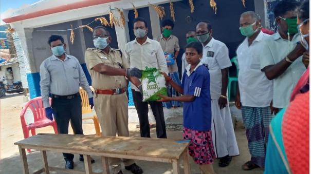 cops-extend-helping-hands-to-the-poor-and-needy