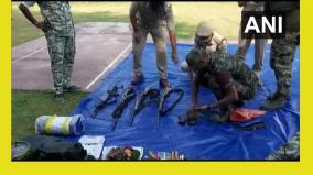 c-garh-4-naxals-one-police-official-killed-in-encounter