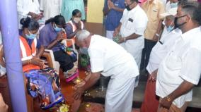 ex-minister-does-pada-pooja-to-sanitation-wokers