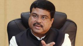 dharmendra-pradhan-interacts-with-pmuy-beneficiaries