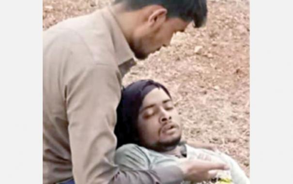 gujarath-woker-died-infront-of-his-friend