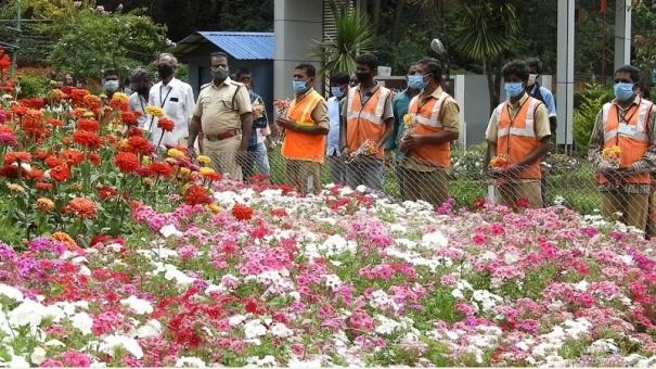 sanitation-workers-honoured-with-special-flower-show-in-kodaikanal