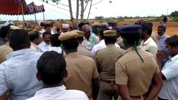 sivagangai-ruckus-in-minister-function