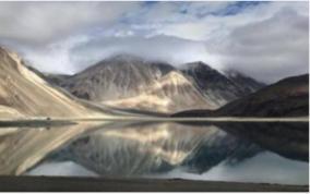 road-near-ladak-lake