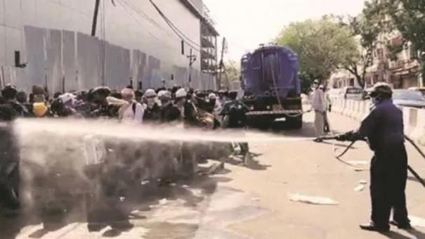 migrant-workers-sprayed-with-disinfectant-in-south-delhi-civic-body-says-by-mistake