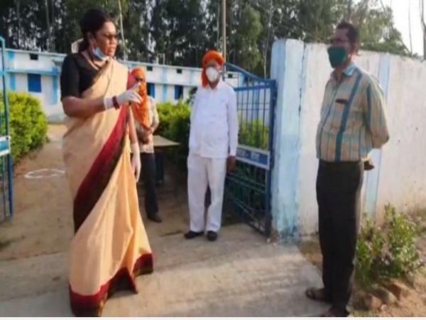 union-minister-renuka-threatens-officials-for-assaulting-man-under-quarantine-balrampur-admn-dismisses-allegations