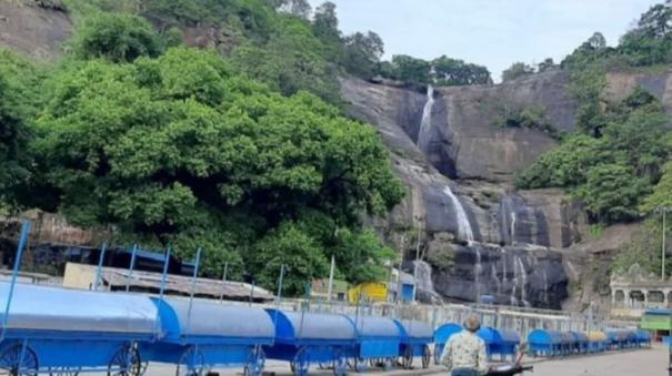 season-begins-in-courtallam-water-falls-traders-unhappy-as-tourism-barred