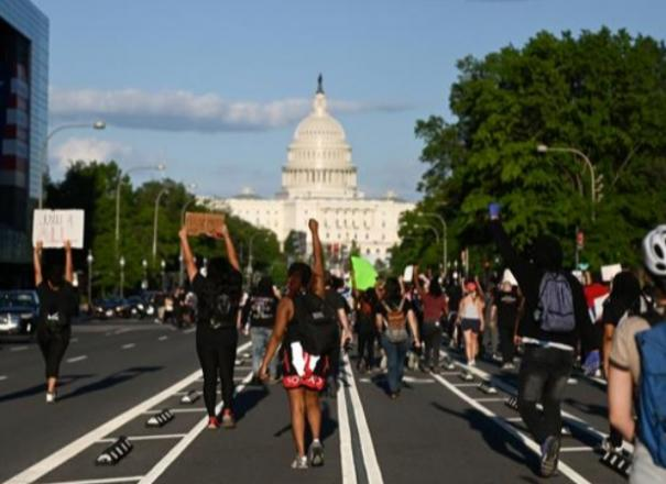 protesters-start-fires-near-white-house