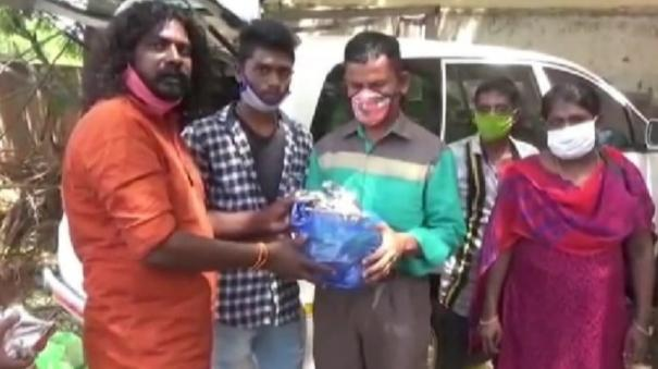 actor-helps-visually-challenged-in-madurai