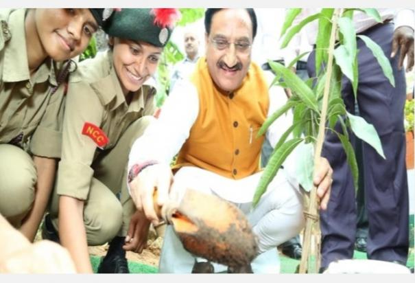 hrd-minister-encourages-students-to-join-onestudentonetree-campaign