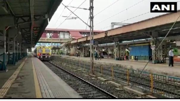 railways-resume-suburban-trains-services-for-essential-staff-in-mumbai