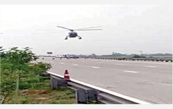 helicopter-landed-in-haryana-highway