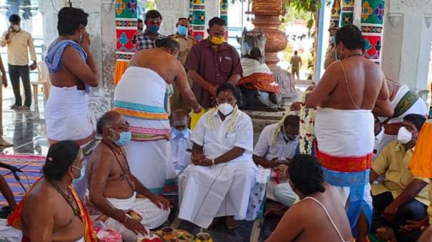 puduchery-cm-narayanasamy-participates-in-an-event