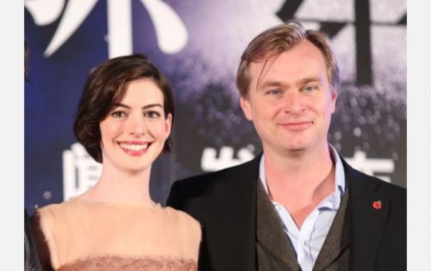 anne-hathaway-reveals-christopher-nolan-doesnt-allow-chairs-on-his-sets