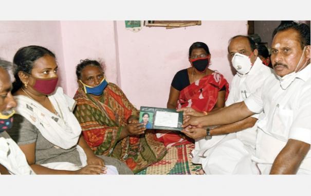 25-lakhs-to-sattankulam-family