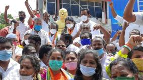 nagercoil-kamarajar-state-vandalised-m-p-vasanthakumar-stages-protest