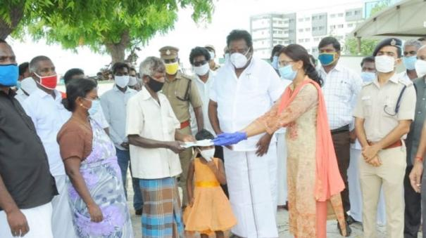 district-collector-gives-financial-aid-to-girl-s-family