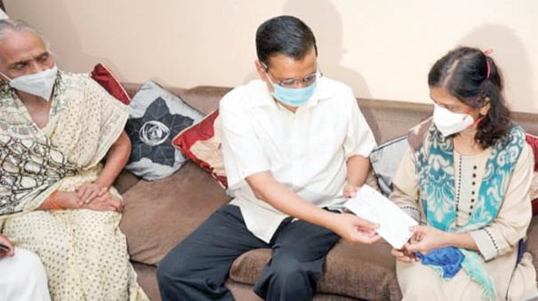 kejriwal-gaves-1-cr-to-doctor-family