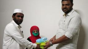 child-gives-her-savings-to-sdpi-foundation
