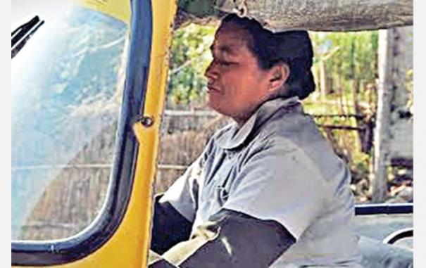 woman-auto-driver-save-girls-life