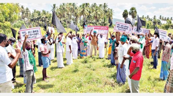 farmers-black-flag-protest