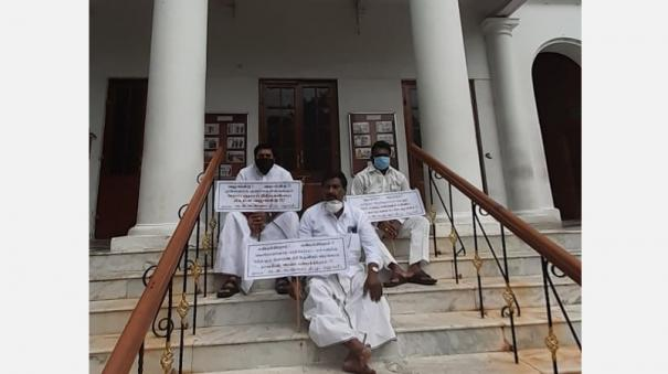 aiadmk-mlas-protest-at-puduchery