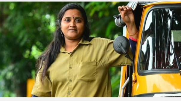 actress-into-auto-driver-in-kerala