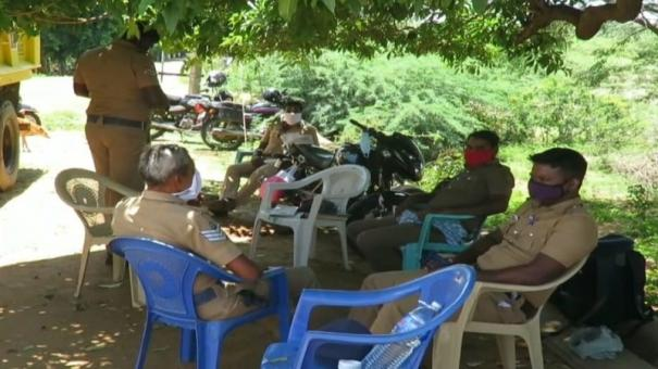 thirupathur-police-station-operates-under-tree-due-to-corona-scare