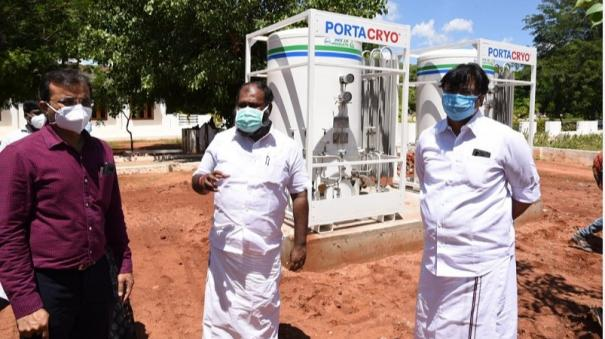 minister-inspects-oxygen-cylinders-setup-in-madurai-tb-hospital