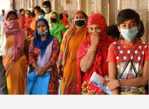 india-s-covid-19-tally-crosses-9-lakh-with-28-498-fresh-cases-death-toll-climbs-to-23-727
