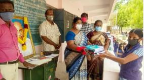 kovilpatti-free-books-distributed-to-plus-2-students