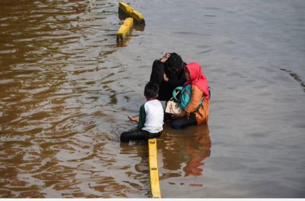flash-floods-and-landslides-killed-at-least-30